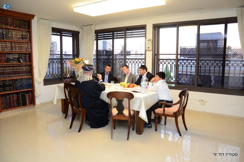 השגריר הבריטי בהדלקת נרות חנוכה אצל הגרש עמאר (1)