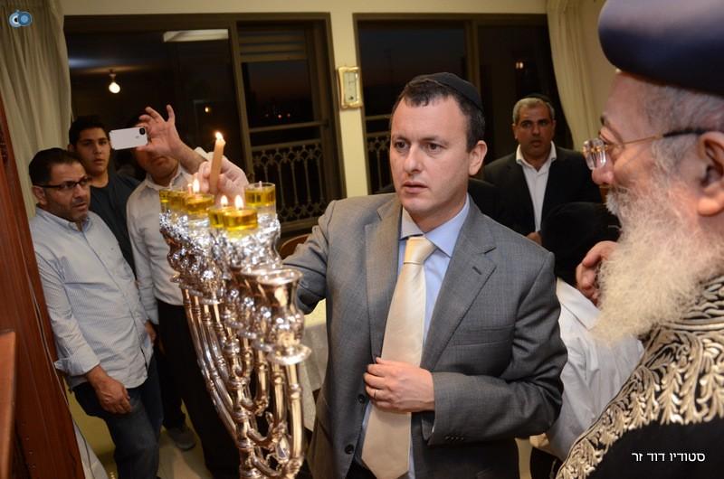 השגריר הבריטי בהדלקת נרות חנוכה אצל הגרש עמאר (17)