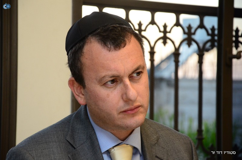 השגריר הבריטי בהדלקת נרות חנוכה אצל הגרש עמאר (5)