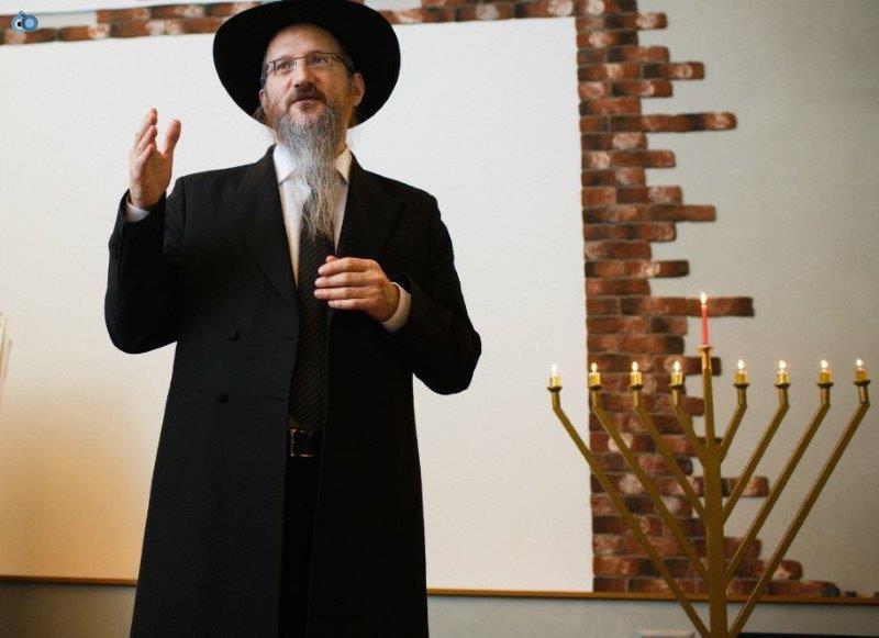 וויקובסקי, רבה של רוסיה הגר''ב לאזאר נואם בחנוכת הבית של בית הכנסת החדש
