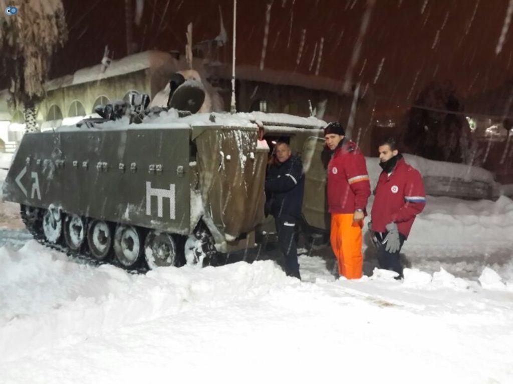 כוחות מדא פועלים בשיתוף פעולה עם צהל על מנת להעניק סיוע רפואי לנפגעים בתנאי שטח קשים - צילום דוברות מדא 14.12.13 (1)