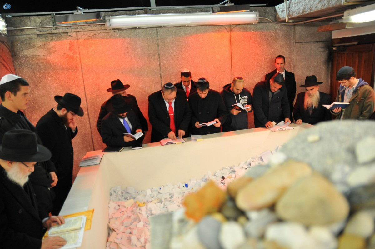 ליברמן בקברו של הרב'ה מחבד (67)