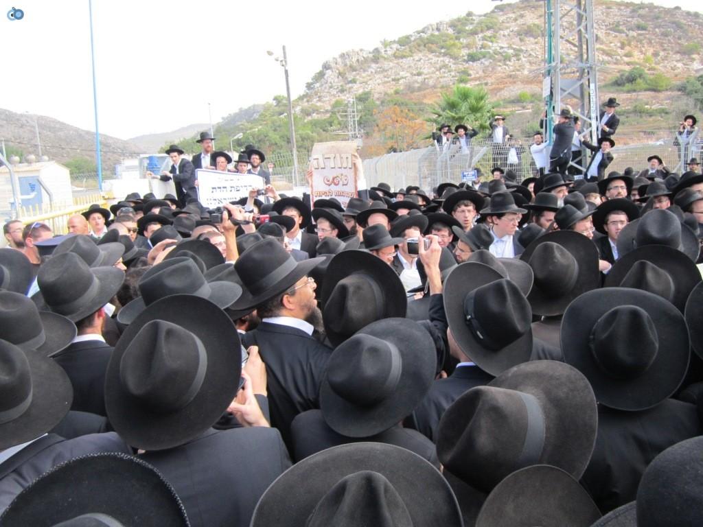 עצרת בראשות הרב אויערבאך (14)