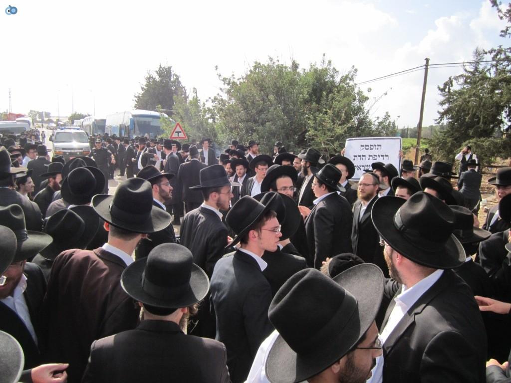 עצרת בראשות הרב אויערבאך (2)