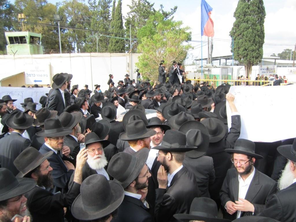 עצרת בראשות הרב אויערבאך (21)