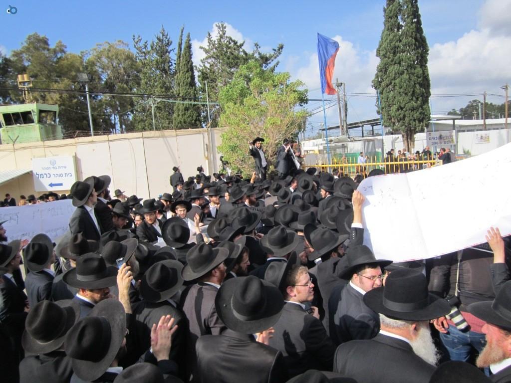 עצרת בראשות הרב אויערבאך (23)