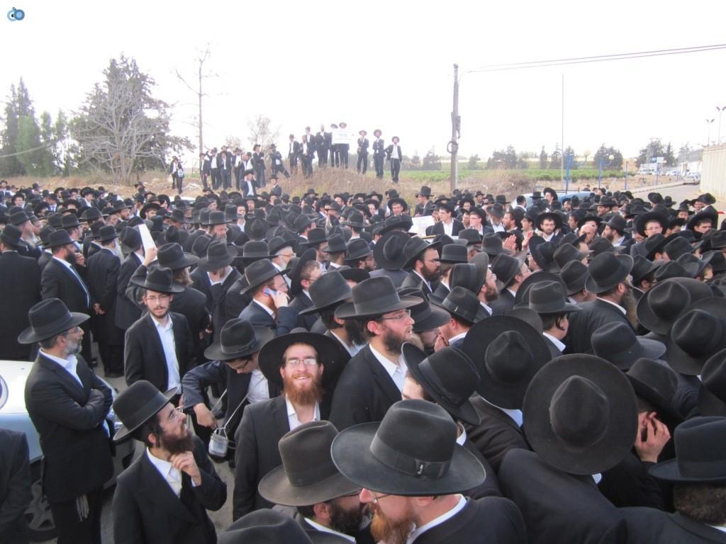 עצרת בראשות הרב אויערבאך (26)