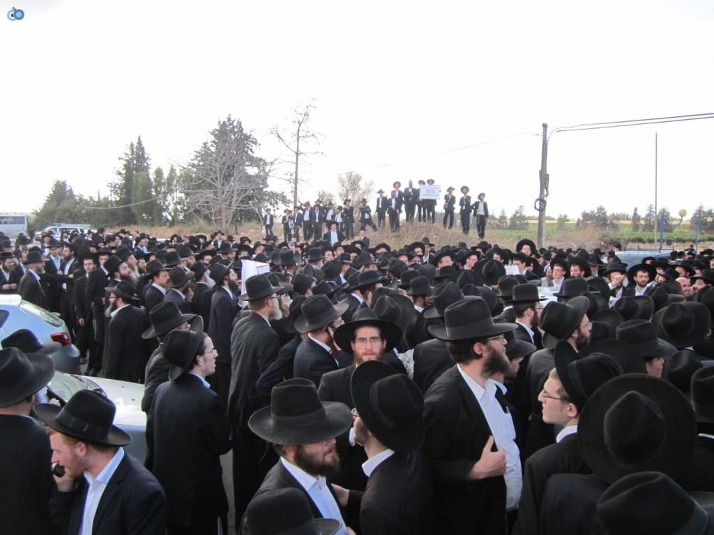 עצרת בראשות הרב אויערבאך (27)