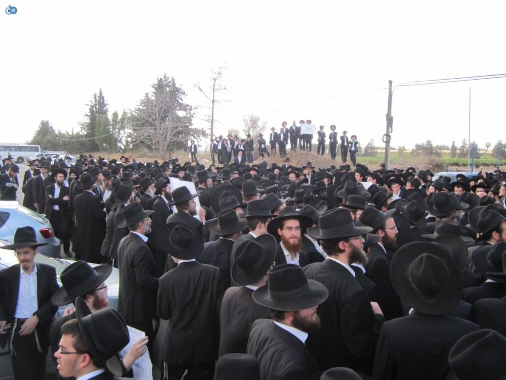 עצרת בראשות הרב אויערבאך (28)