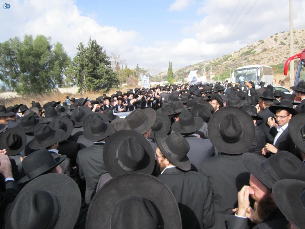 עצרת בראשות הרב אויערבאך (5)