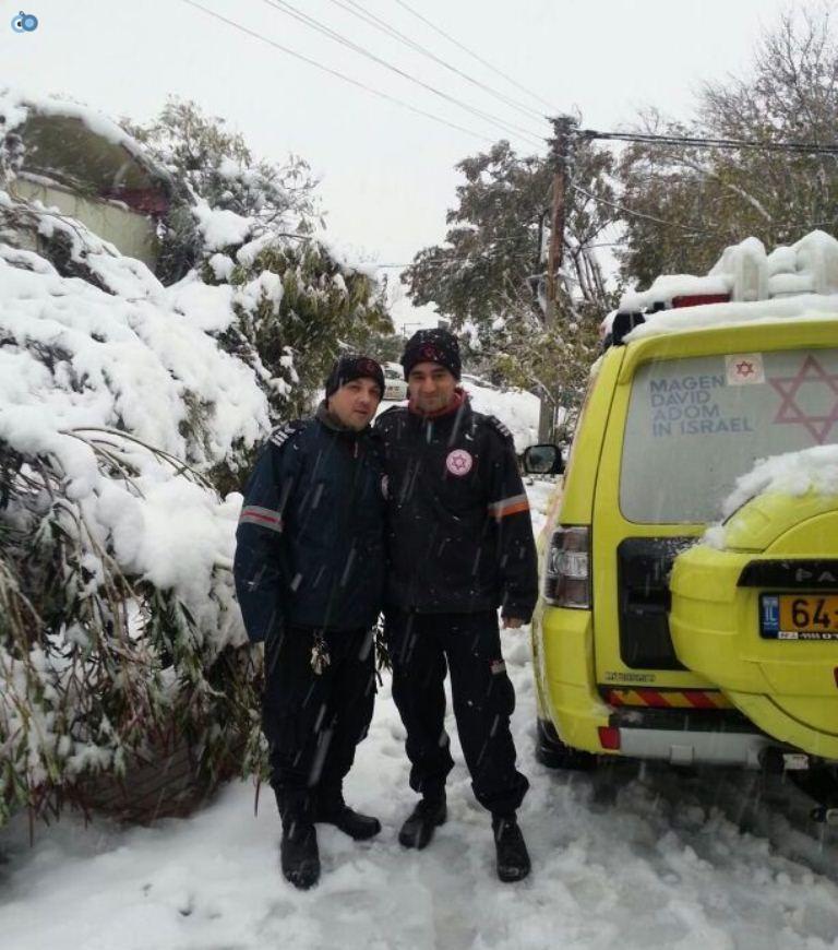 צוותי מדא פועלים בשלג - צילום דוברות מדא 14.12.13 (1)