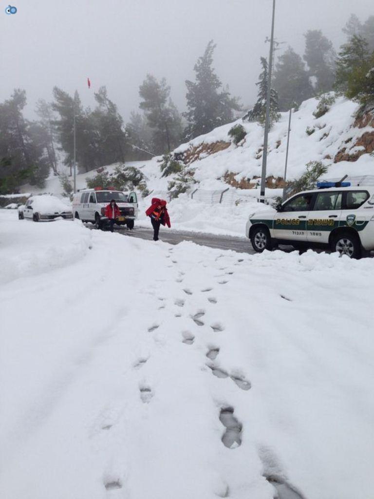 צוותי מדא פועלים בשלג - צילום דניאל אלבו דוברות מדא - 15.12.13 (4)