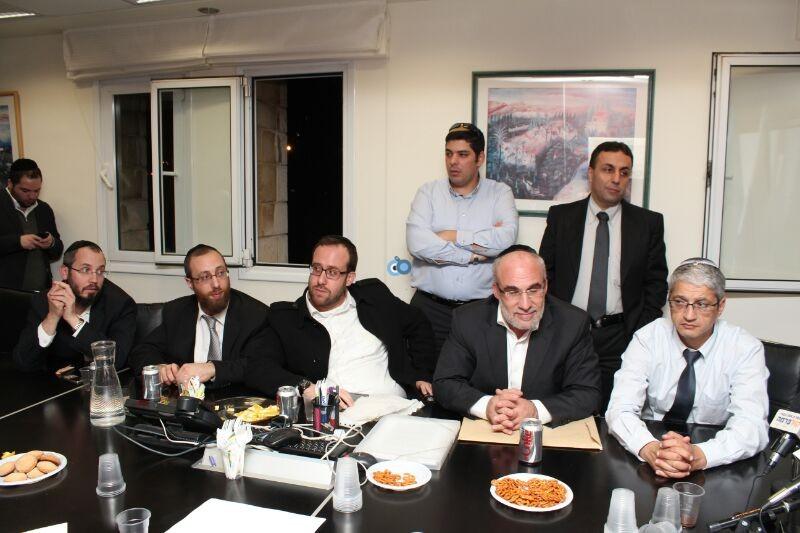 אורי אריאל וראש עיריית לוד יאיר רביבו, פרוייקט אחיסמך, מסיבת עיתונאים, צילם משה מזרחי 24 (10)