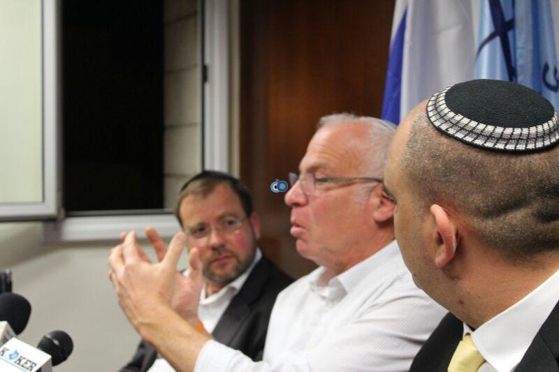 אורי אריאל וראש עיריית לוד יאיר רביבו, פרוייקט אחיסמך, מסיבת עיתונאים, צילם משה מזרחי 24 (11)