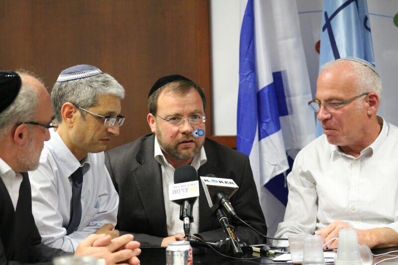 אורי אריאל וראש עיריית לוד יאיר רביבו, פרוייקט אחיסמך, מסיבת עיתונאים, צילם משה מזרחי 24 (5)