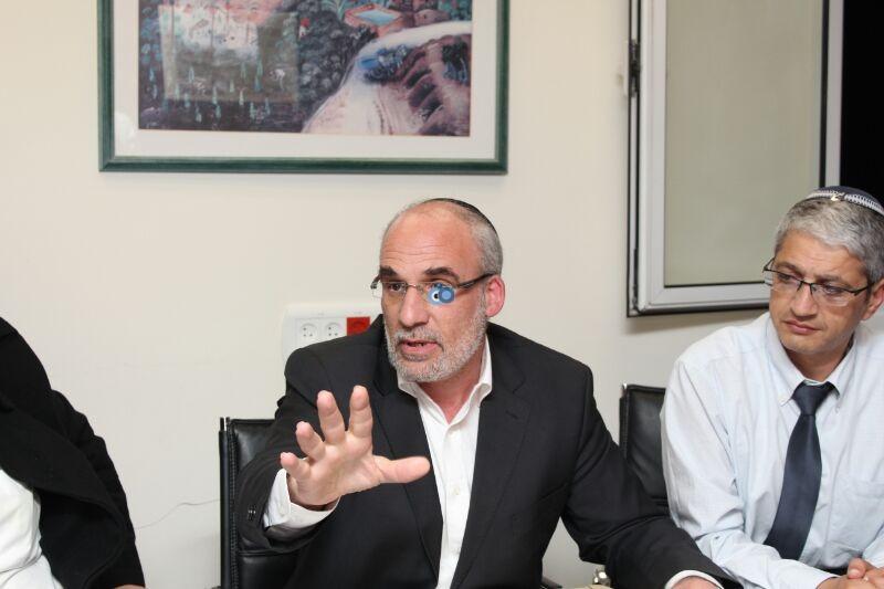 אורי אריאל וראש עיריית לוד יאיר רביבו, פרוייקט אחיסמך, מסיבת עיתונאים, צילם משה מזרחי 24 (6)