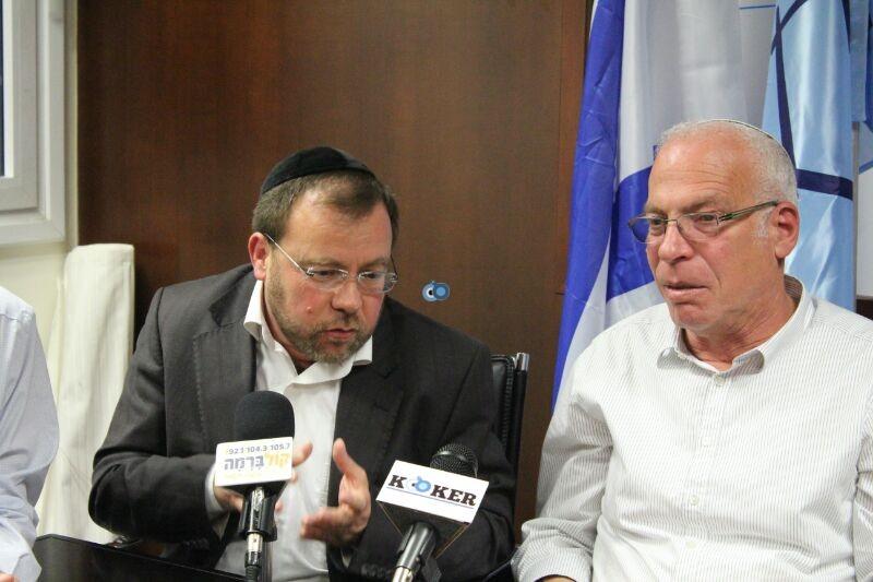 אורי אריאל וראש עיריית לוד יאיר רביבו, פרוייקט אחיסמך, מסיבת עיתונאים, צילם משה מזרחי 24 (7)