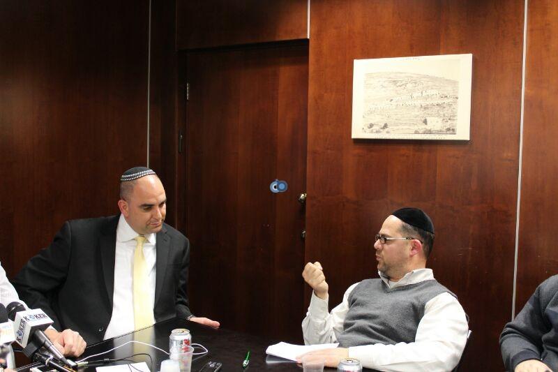 אורי אריאל וראש עיריית לוד יאיר רביבו, פרוייקט אחיסמך, מסיבת עיתונאים, צילם משה מזרחי 24 (8)