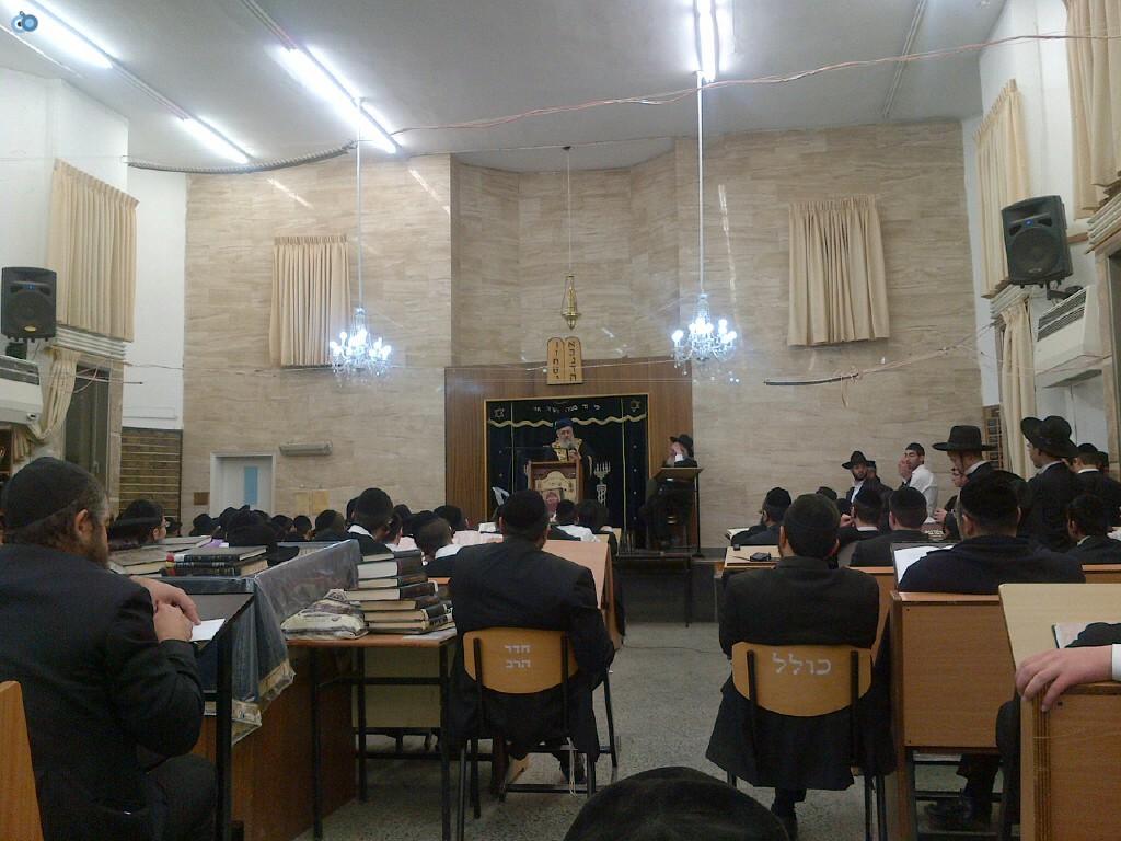 הגר''י יוסף, ביקור, ישיבת הנגב, בחורים, חרדים, צילם אוצר ההלכה (3)