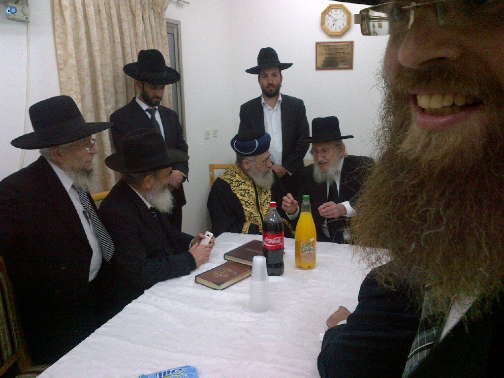 הרב יצחק יוסף בביקור ישיבת הרב יששכר מאיר צילם אוצר ההלכה