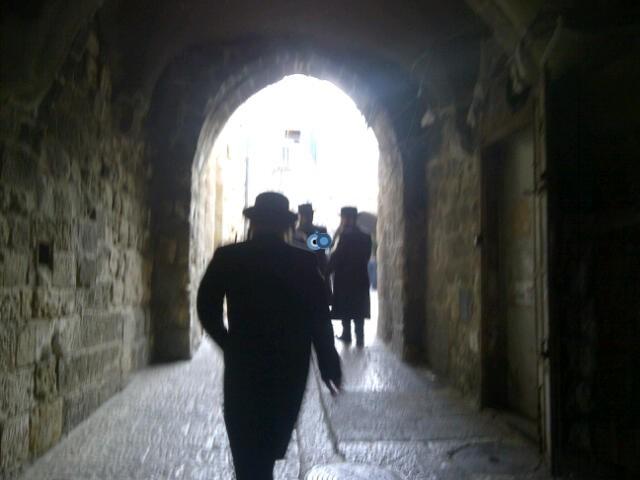 יום עיון חרדים נדבורנא רובע היהודי צילם 24 (11)