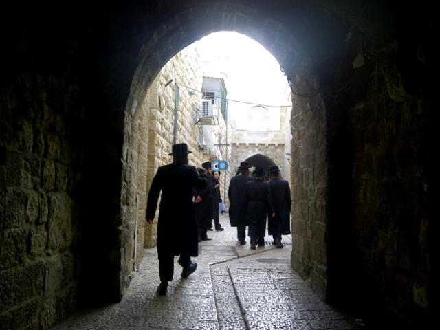 יום עיון חרדים נדבורנא רובע היהודי צילם 24 (12)
