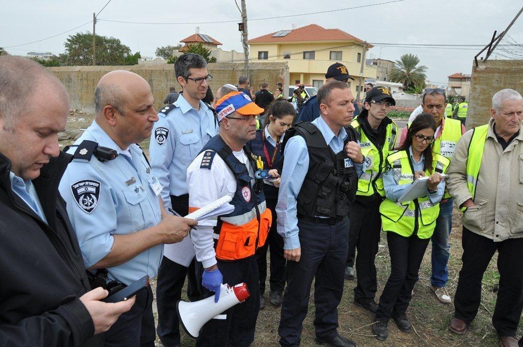 צוותי מדא בתדריך בתרגיל אירוע רב נפגעים בראש העין - צילום אלון ריזקאן דוברות מדא 27.1.14 (1)
