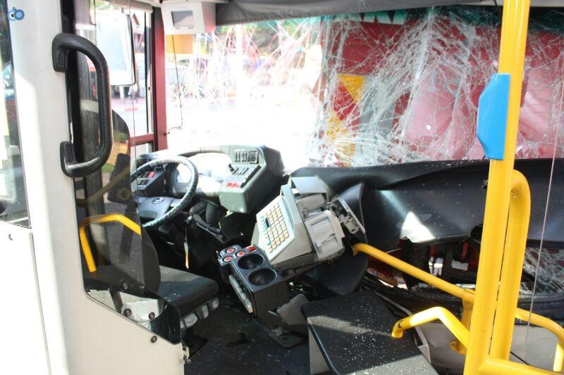 תאונה  אוטובוס  עם רכב  צילם משה מזרחי 24 (3)