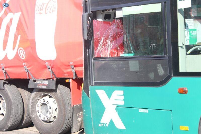 תאונה  אוטובוס  עם רכב  צילם משה מזרחי 24 (4)