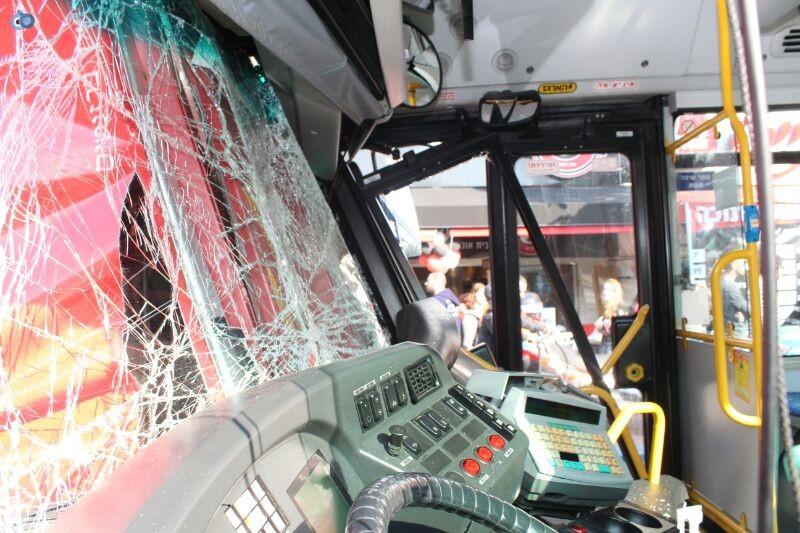 תאונה  אוטובוס  עם רכב  צילם משה מזרחי 24 (6)