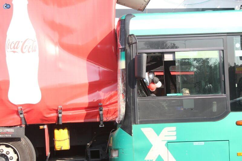 תאונה  אוטובוס  עם רכב  צילם משה מזרחי 24 (8)