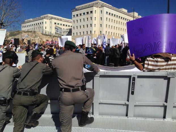 הפגנה בהדסה - משה מזרחי חדשות 24 (3)