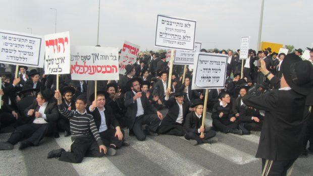 6 הפגנה נגדהגיוס