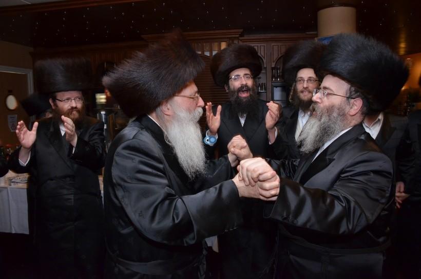 resized_שבת הכרת הטוב בעלזא חסידים צילם א ב ליבוביץ (15)