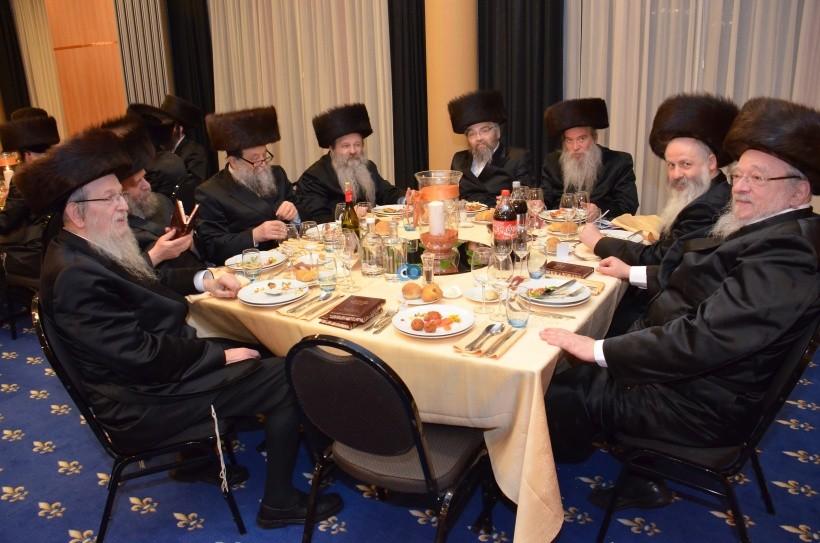 resized_שבת הכרת הטוב בעלזא חסידים צילם א ב ליבוביץ (21)