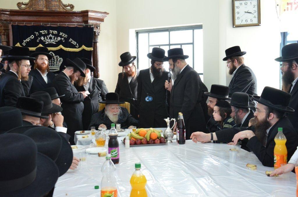 אדמו''ר מ ערלוי מערלוי בביקור היסטורי חיפה צילם אהרן ברוך ליבוביץ (1)