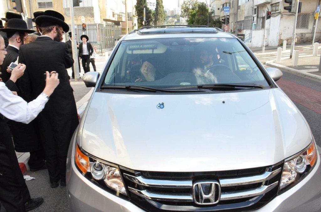 אדמו''ר מ ערלוי מערלוי בביקור היסטורי חיפה צילם אהרן ברוך ליבוביץ (12)