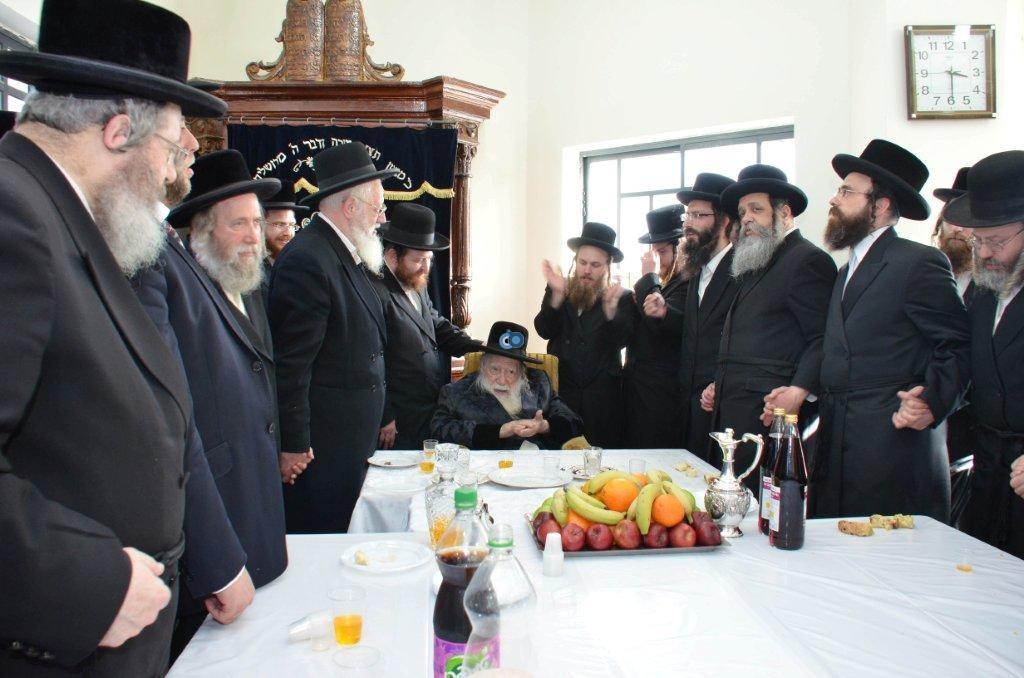 אדמו''ר מ ערלוי מערלוי בביקור היסטורי חיפה צילם אהרן ברוך ליבוביץ (7)