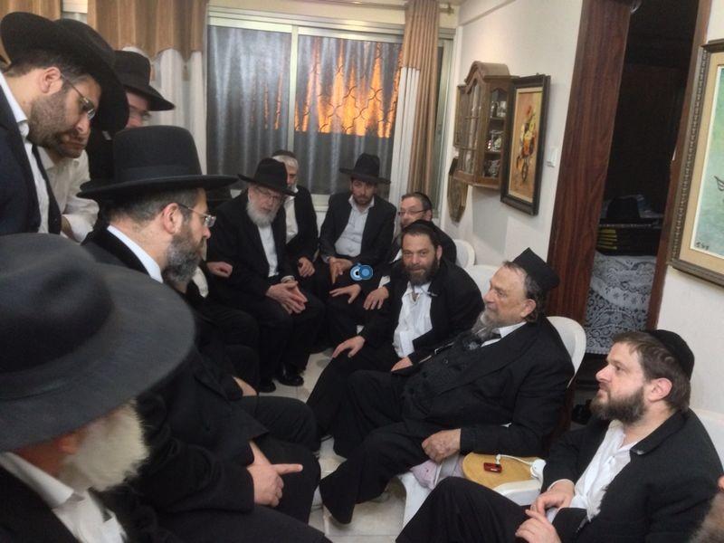 הרב לאו מנחם את הרב וולפא מראשל''צ צילם משה מזרחי 24 - 3