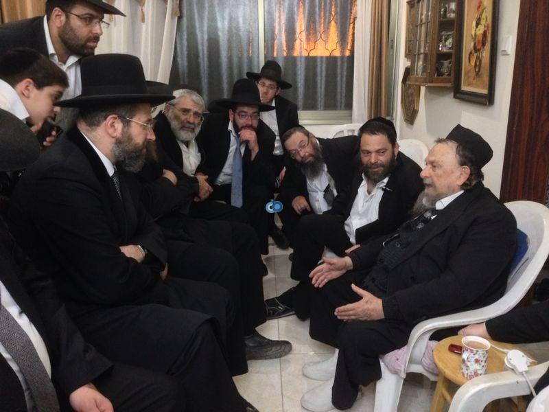 הרב לאו מנחם את הרב וולפא מראשל''צ צילם משה מזרחי 24 - 4