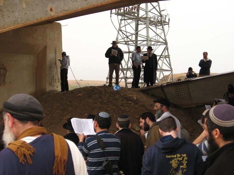 הר נבו מקובל ישועה בן שושן מול קבר משה רבינו באדיבות (5)