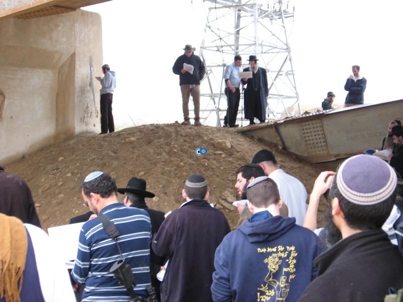 הר נבו מקובל ישועה בן שושן מול קבר משה רבינו באדיבות (6)