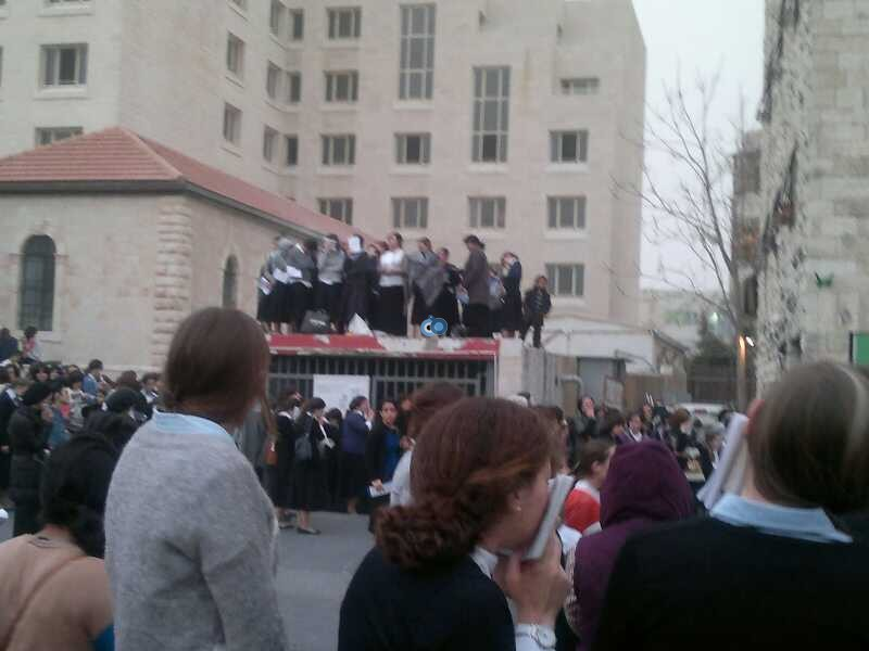 נשים עצרת 8