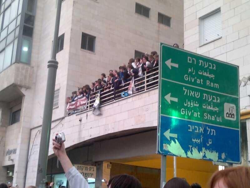 נשים עצרת 9