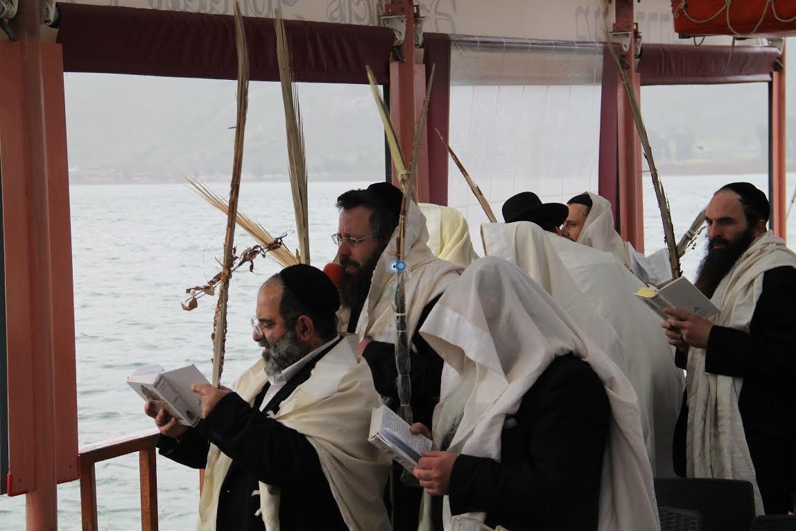 תפילות עם לולבים בים נגד בצורת מנחמן (2)