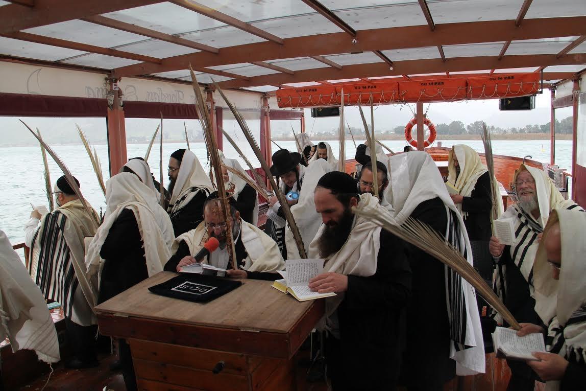 תפילות עם לולבים בים נגד בצורת מנחמן (3)