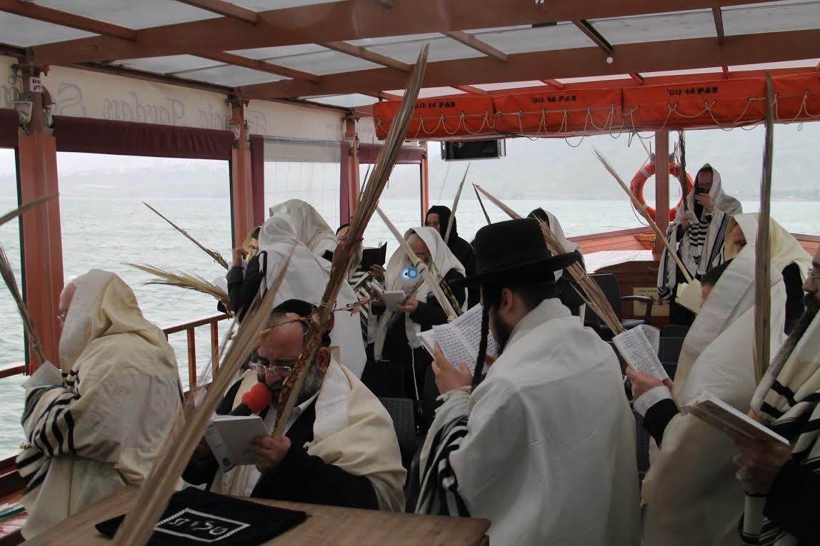 תפילות עם לולבים בים נגד בצורת מנחמן (6)