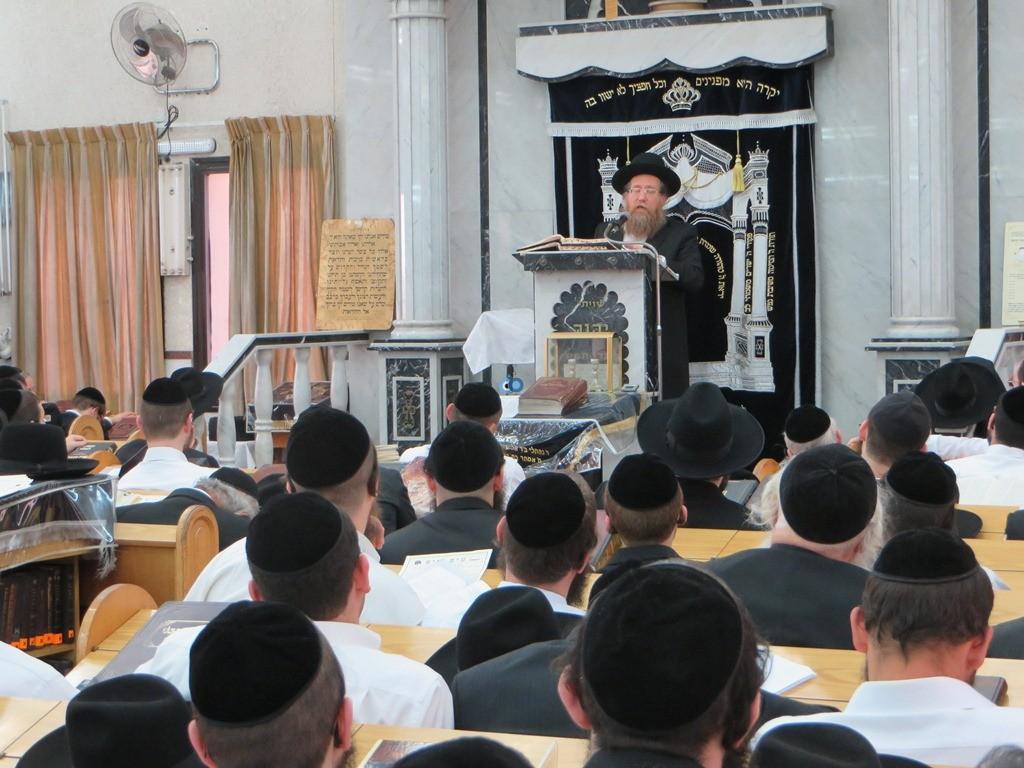 הגרש''צ רוזנבלט שיעור חג פסח ע''ד עם הרב דינר צילם שיף (3)