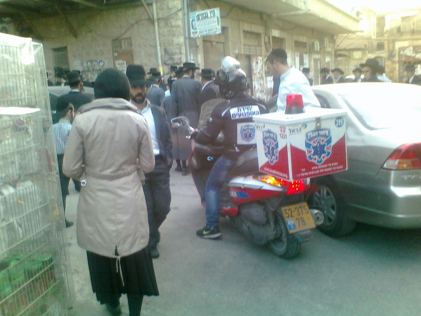 ילד פצוע בינוני מרכב מאה שערים צילם שלמה טרוייבן 24 (4)