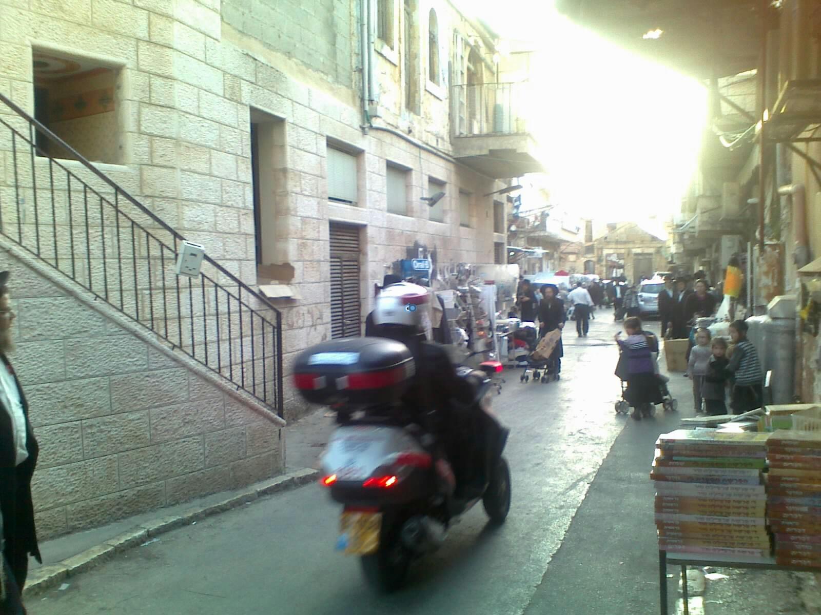 ילד פצוע בינוני מרכב מאה שערים צילם שלמה טרוייבן 24 (5)